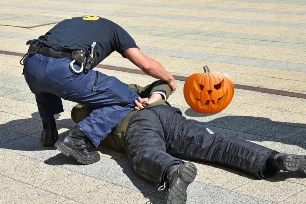 Закон о запрете костюмов на Хэллоуин. Наказание - от 15 суток заключения