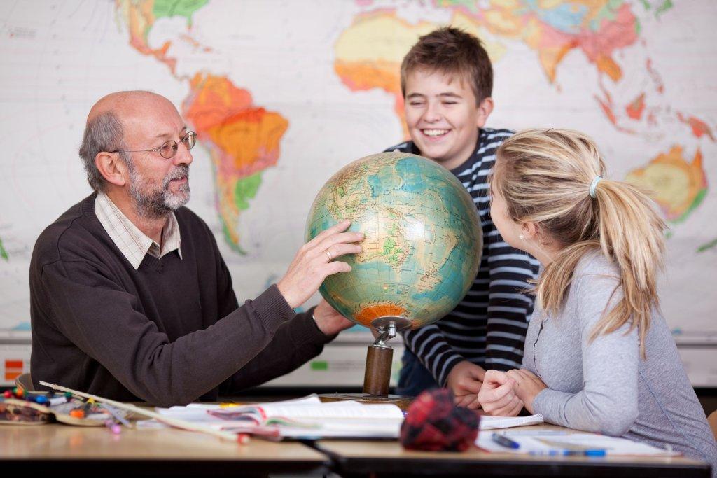 именно материал картинки учитель с глобусом инженеры, точность стыковки